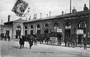 Carte postale de la gare de Rennes, Archives de Rennes, domaine public.