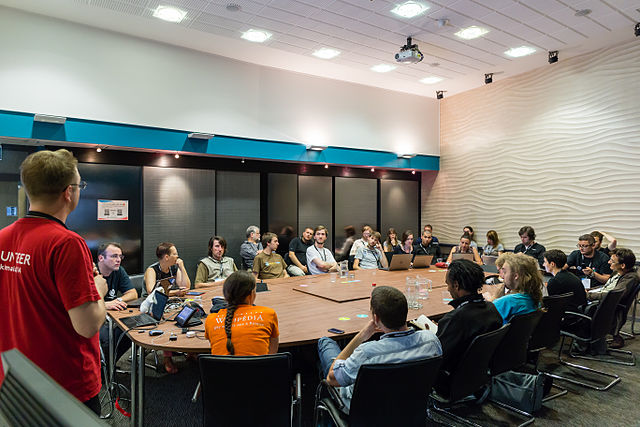 Meet-up WikiFranca animé par Benoît Rochon de Wikimedia Canada - EdouardHue - CC-BY-SA 3.0