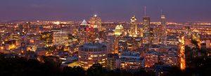 Vue nocturne des immeubles de Montréal.