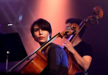 Ambre Tamagna au violoncelle, festival Yanouank