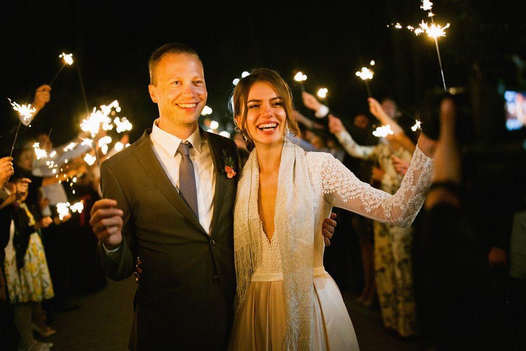 Sa photo représente un mariage dans le style biélorusse.