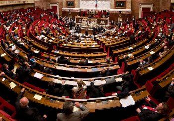 Panorama de l'hémicycle de l'Assemblée nationale réalisé avec des photos prises en septembre 2009.